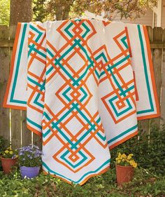 Like traditional quilts and quilt patterns? You've come to the right place! Carpenter's Square, by Liz Porter, is a lovely traditional pattern with an updated color scheme.