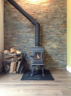 Great Photographs jotul Wood Stove Tips Despite the fact that wooden is regarded as the eco-friendly heat strategy, this by no means appe… in 2020 Tiny House Village, Tiny House Cabin, Into The Woods, Stove Fireplace, Fireplace Mantels, Fireplaces, Wood Stove Surround, Wood Stove Cooking, Small Buildings
