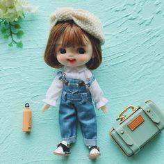 So cute I wanna cry.  #bjddoll #bjd #dollhousedecor #dollhouseminiatures #dollhouses #miniature #handmade Miniature Dollhouse Furniture, Dollhouse Dolls, Dollhouse Miniatures, Handmade Dolls, Handmade Items, Textiles, Bjd Dolls, Toys For Girls, Dollhouses