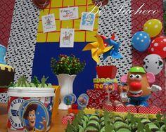 Toy Story...tem como não se apaixonar por essa história cheia de brinquedos, amor e fantasia? Pois esse foi tema escolhido pelo Pedro Augus...