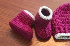 Crochet Baby Shoes 50 min Easy Crochet Seamless baby booties Free Pattern - 50 min Easy Crochet baby booties Whip up these super cute baby booties in just 50 minutes (yes I timed myself). Super cute and [. Easy Crochet Baby Hat, Crochet Baby Hats Free Pattern, Baby Booties Free Pattern, Crochet Baby Blanket Beginner, Baby Hat Patterns, Crochet Bebe, Newborn Crochet, Free Crochet, Crochet Patterns