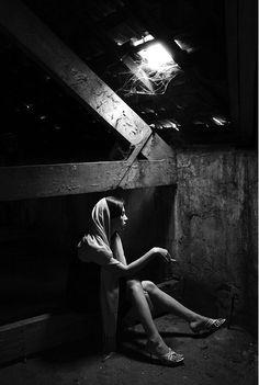 *&$ Agora a solidão é que me resta, E não há nada que eu possa fazer, O tempo reduzirá ao pó os nossos sentimentos... Texto: Christine Aldo -  Do poema: A Mulher que Existia em Mim  http://www.almanirvana.blogspot.com.br/