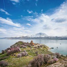 Akdamar Van / Türkiye Places Around The World, Around The Worlds, Camping, Backpacking, Trekking, Places To Travel, Nature Photography, Things To Do, Sunrise