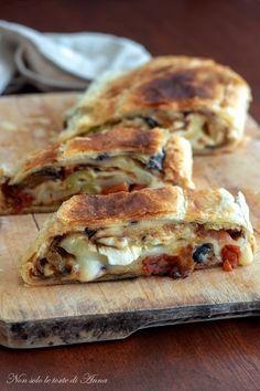 sfoglia farcita alla pizza Authentic Italian Tiramisu Recipe, Best Italian Recipes, Favorite Recipes, Artisan Bread Recipes, Pizza Recipes, Focaccia Pizza, Bebidas Detox, Good Food, Yummy Food