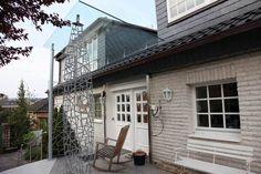 Vordach aus feuerverzinktem Stahl und Sicherheitsglas