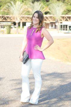 http://www.dropsdasdez.com.br/wp-content/uploads/2014/06/calca-flare-branca-blusa-rosa-recortes-tiara-look-do-dia-drops-das-dez-laina-laine-1.jpg