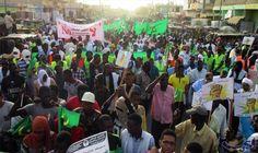 مظاهرات في نواكشوط من أجل إسقاط تعديلات…: شارك آلاف الموريتانيين في مسيرة نظمتها قوىالمعارضة الموريتانيةالرئيسية بالعاصمةنواكشوط، مساء…