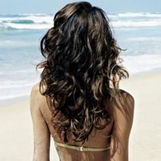 Wavy hair to create Wavy Hair – mix a teaspoon of epsom salts + a few drops of olive (or jojoba) oil + 1/4 cup H20 in a spritzer bottle and mist on damp hair.
