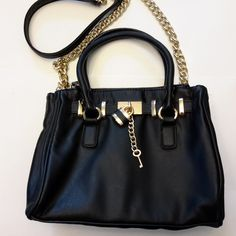 Very chic. Beautiful detailing with lock and key on front. Handle strap as well as long chain shoulder strap. Three zippered as well as main body of bag. Black Leather Handbags, Michael Kors Hamilton, Designer Handbags, Shoulder Strap, Chain, Fashion, Couture Bags, Moda, Designer Purses