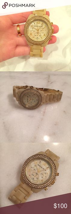 Michael Kors blond tortoise watch Michael kors blond blond tortoise watch. Originally $250. Needs new battery. Two links were taken out and it fits a small wrist. Open to offers! Michael Kors Accessories Watches
