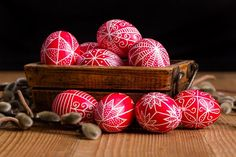 Transylvanian hand written Easter eggs surrounded by willow branches Stock Photo - 27538693 Willow Branches, Easter Crafts, Easter Eggs, Creative, Hand Written, Projects, Inspiration, Drink, News