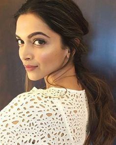 The lovely Deepika Padukone looking  superb for a Facebook Chat live session. @Bollywood ❤ ❤ ❤ . . . #Instabollywood #instantbollywood #bollywood #india #indian #desi #mumbai #delhi #noida #gurgaon #bangalore #bengaluru #jaipur #ahemdabad #surat #pune #indore #bollywoodstyle #bollywoodfashion #deepikapadukone