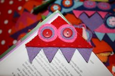Link doesn't work.  Cute idea tho to make a bookmark monster from felt or paper