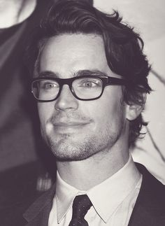 Matt Bomer from White Collar. Matt Bomer White Collar, Most Beautiful Man, Gorgeous Men, Pretty People, Beautiful People, Z Cam, Mens Glasses, Men With Glasses, Men's Grooming