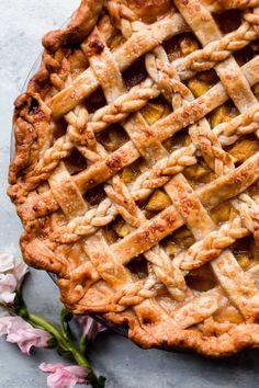 Ginger Peach Pie // @SallysBakeBlog // Recipe on sallysbakingaddiction.com