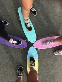 Friends who cruise together, stay together. Skateboard Photos, Penny Skateboard, Skateboard Design, Skateboard Girl, Cute Friend Pictures, Best Friend Pictures, Skate Girl, Cool Skateboards, Summer Aesthetic