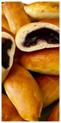 Not Fried! A Sweet Dough Russian Hand Pie Filled with Blueberries, made so much quicker with this easy bread maker yeast dough recipe. Easy Baked Blueberry Piroshki (Пирожки в духовке с голубикой) Gourmet Recipes, Sweet Recipes, Cooking Recipes, Healthy Recipes, Ukrainian Recipes, Russian Recipes, Ukrainian Food, Russian Foods, Sweets