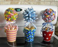 Jolly ranchers, kisses and bubble gum bouquets Stuff candy, gift cards, lotto tickets, etc. Pin by Danuta Starostka on geschenke Best Ideas about Candy Bouquet candy thanks Mais Candy Arrangements, Candy Centerpieces, Wedding Centerpieces, Craft Gifts, Diy Gifts, Valentine Gifts, Holiday Gifts, Gift Bouquet, Candy Bouquet Diy