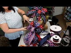 Learn how to make 9 different bows by hand- Easy bows anyone can make Learn to make a bow for a wreath or any project. This is a simple bow tutorial for begi. Mesh Wreath Tutorial, Bow Tutorial, Diy Wreath, Flower Tutorial, Bow For Wreath, Diy Ribbon, Ribbon Bows, Ribbon Flower, Ribbon Hair