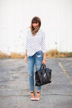 Entre un jean négligé et un reste de tenue hyper précieux, cette tenue parvient à trouver un juste équilibre.  #mode #femme #feminine #style #inspiration #blog #tenue #womenswear #fashion #summer