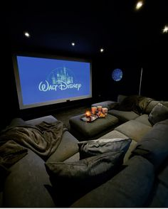Cinema Room Decor Ideas On Any Budget - Ideas & Inspo Home Theater Room Design, Movie Theater Rooms, Home Room Design, Dream Home Design, Home Theatre, Basement Movie Room, Theater Room Decor, Media Room Design, Cinema Room Small