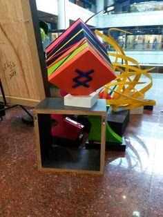 Cubos entrelineas en Soho