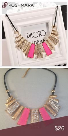🌺2/16 or 3/$20🌺 Statement necklace NWOT gold and pink statement necklace. Jewelry Necklaces