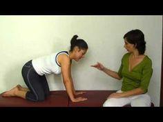 http://www.movimientointeligente.com En este video te muestro cómo flexibilizar tu columna, logrando que todas las vértebras se movilicen. Esto tiene un impa...
