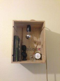Caisse de vin transforme en lampe secrétaire