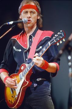 Mark Knopfler, Dire Straits, asked Vince Gill to join, but he turned them down & went to Nashville.