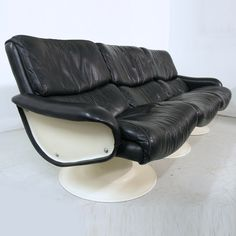Yrjo Kukkapuro 'Saturn' black leather and white 3 seater modular sofa. Available from www.midcenturyhome.co.uk