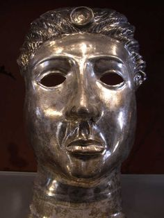 Roman silver mask from Pompeii Ancient Pompeii, Pompeii Ruins, Pompeii And Herculaneum, Pompeii Italy, Roman Artifacts, Ancient Artifacts, Art Romain, Rome Antique, Roman Era