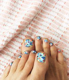 Blooming toes | Goldfish Kiss nail art