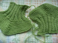 Ravelry: Designs by Isabel Salgueiro Baby Booties Knitting Pattern, Baby Shoes Pattern, Crochet Baby Shoes, Crochet Baby Booties, Baby Knitting Patterns, Knitting Socks, Knitting Designs, Baby Patterns, Free Knitting