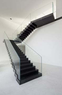 30 Awesome & Stunning Staircase Design Ideas for Your Amazing Home Staircase Handrail, Staircase Design, Glass Handrail, Design Moderne, Deco Design, Escalier Design, Flooring For Stairs, House Front Design, Modern Stairs
