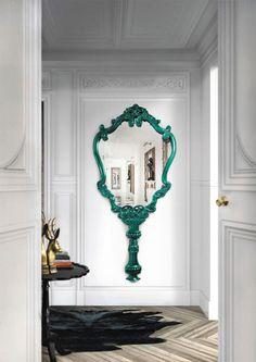 Hogares con decoración que destaca inolvidable. Espejos grandes, lamparas grandes, lamparas colgantes, plantas grandes, deco elegante.