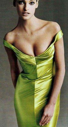 Beautiful Linda Evangelista in chartreuse dress.