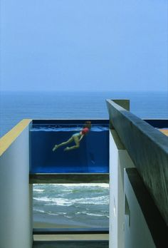 Equis House in Peru by Barclay & Crousse (upper deck pool)