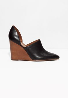 These wedges crafted from buttery leather are an absolut must-have of the season.