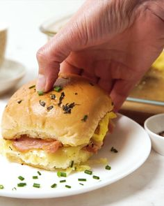 Easy Bacon Recipes, Brunch Recipes, Cooking Videos Tasty, Cooking Recipes, Delicious Breakfast Recipes, Yummy Food, Easy Snacks, Easy Meals, Baking Buns