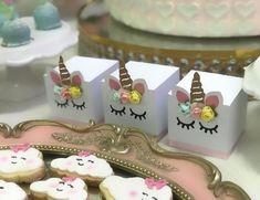 Tema unicórnio nos 6 anos da Maria Beatriz - #unicornio #temaunicornio #festamenina #festaunicornio #festainfantil #festapersonalizada #scrapfesta #personalizadosunicornio Decoracao: @douceenfant Modelados: @docelevegoiania Buffet: @stikpuxa