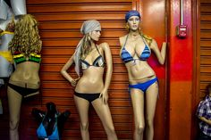This is what the mannequins in Venezuela look like. I am a thin girl and even I think this is just wrong.