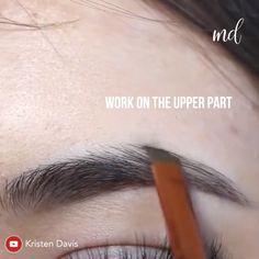 7 Simple Ways To Have Pretty Eyebrows Very Soon. Eyebrow Makeup Tips, Permanent Makeup Eyebrows, Makeup Videos, Skin Makeup, Eyeshadow Makeup, Beauty Makeup, Eyeliner, Eyebrow Pencil, Eye Brows