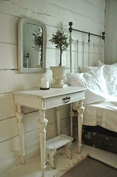 European design trends - I can't wait to change flat rooms. The Best of shabby chic in - Home Decoration - Interior Design Ideas Dream Bedroom, Home Bedroom, Pretty Bedroom, Bedroom Decor, Shabby Chic Stil, Vibeke Design, Shabby Chic Bedrooms, Farmhouse Bedrooms, Romantic Bedrooms