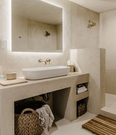 Spanish Style Bathrooms, Bathroom Styling, Small Bathroom, Beautiful Interiors, Bathrooms Remodel, Rustic Bathroom, Bathroom Interior Design, Bathroom Decor, Bathroom Design