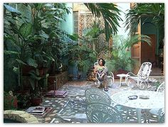 Detalle del patio interior. Patio Interior, Colonial, Outdoor Decor, Home Decor, Home, Havana, Interiors, Decoration Home, Room Decor