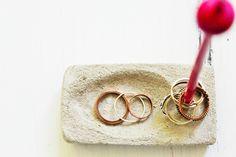 DIY Ringhalter aus Beton und Cocktailstäbchen