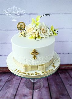 joannapydacakestudio holy communion cake with sugar flowers