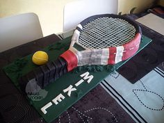 Tennis racket cake made by www.vivalascookies.com