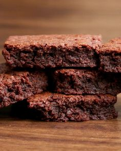 Serves 8-10INGREDIENTS13 oz. chocolate-hazelnut spread2 eggs½ cup flourPREPARATION1. Preheat oven to 350ºF/175ºC.2. In a large bowl, combine ingredients.3. Transfer mix to square baking dish.4. Bake for 15 minutes.5. Allow to cool for 5 minutes.6. Serve warm, and enjoy!